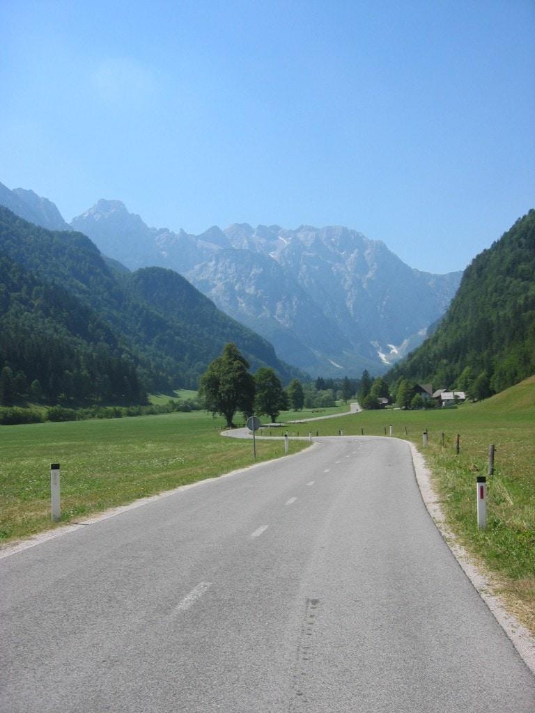 כביש כפרי בעמק Logarska dolina