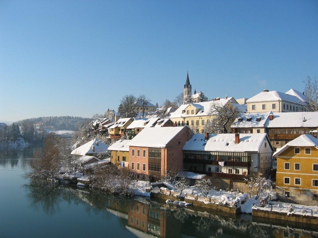 העיירה נובו מסטו על נהר הקרקא